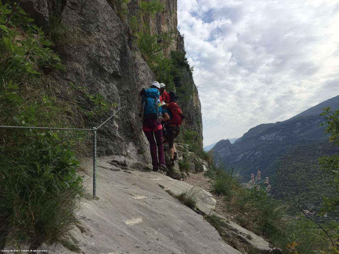 Klettersteig Italien : Arco provinz trento trentino italien bergsteiger auf den